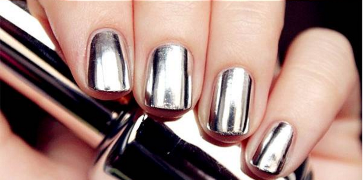 Ongles effet miroir poudre for Vernis a ongle effet miroir