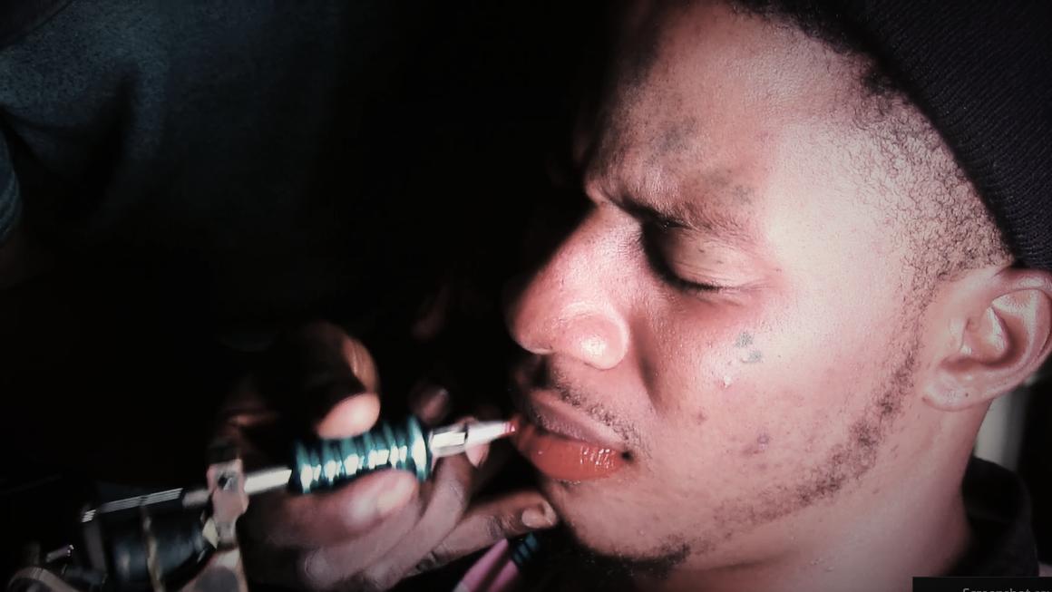 Bien connu Lagos : ces hommes qui tatouent leurs lèvres en rose – Citizen's Style MY83