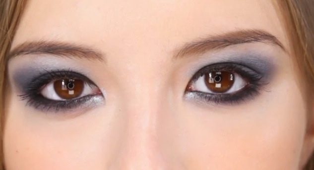 tuto maquillage navy blue smokey eye by lisa eldridge citizen 39 s style. Black Bedroom Furniture Sets. Home Design Ideas
